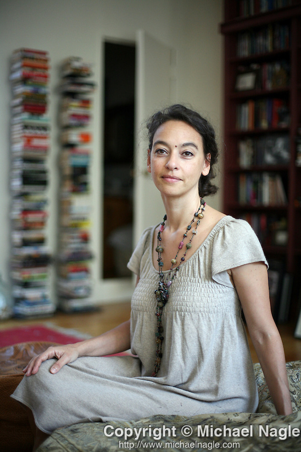 NEW YORK - JULY 31, 2007:   Literary agent Nicole Aragi poses for a portrait in her office on July 31, 2007 in New York City.  (PHOTOGRAPH BY MICHAEL NAGLE)