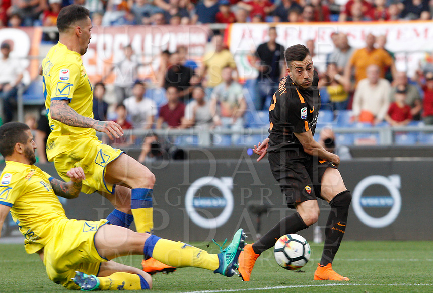Roma s Stephan El Shaarawy, right, in action during the Italian Serie A football match between Roma and Chievo Verona at Rome's Olympic stadium, 28 April 2018.<br /> UPDATE IMAGES PRESS/Riccardo De Luca
