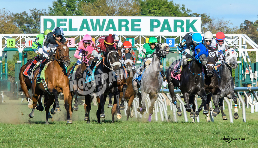 Glam winning at Delaware Park on 10/5/19