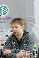 Nationalspieler Thomas Hitzlsperger<br /> DFB Pressekonferenz, DFB-Zentrale Frankfurt<br /> *** Local Caption *** Foto ist honorarpflichtig! zzgl. gesetzl. MwSt. Es gelten ausschließlich unsere unter <br /> <br /> Auf Anfrage in hoeherer Qualitaet/Aufloesung. Belegexemplar an: Marc Schueler, Am Ziegelfalltor 4, 64625 Bensheim, Tel. +49 (0) 6251 86 96 134, www.gameday-mediaservices.de. Email: marc.schueler@gameday-mediaservices.de, Bankverbindung: Volksbank Bergstrasse, Kto.: 151297, BLZ: 50960101<br /> <br /> Adler Mannheim vs. Hamburg Freezers, SAP Arena<br /> *** Local Caption *** Foto ist honorarpflichtig! zzgl. gesetzl. MwSt. Es gelten ausschließlich unsere unter <br /> <br /> Auf Anfrage in hoeherer Qualitaet/Aufloesung. Belegexemplar an: Marc Schueler, Am Ziegelfalltor 4, 64625 Bensheim, Tel. +49 (0) 6251 86 96 134, www.gameday-mediaservices.de. Email: marc.schueler@gameday-mediaservices.de, Bankverbindung: Volksbank Bergstrasse, Kto.: 151297, BLZ: 50960101