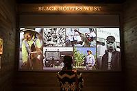 Washington- National Museum of African American History and Culture<br /> Black routes west / i neri nella conquista del West , una visitatrice osserva un video