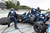 #48: Jimmie Johnson, Chip Ganassi Racing Honda, pit stop