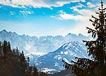 Deutschland, Bayern, Chiemgau, Bergsteigerdorf Schleching: Blick nach Oesterreich ins Kaisergebirge | Germany, Upper Bavaria, Chiemgau, mountaineer village Schleching: view into Austria with Kaiser mountains