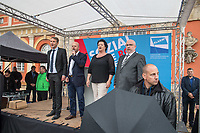 """AfD-Kundgebung in Potsdam.<br /> Ca. 70 AfD-Anhaenger kamen am Samstag den 9. September 2017 zu einer Wahlveranstaltung der rechtsnationalistischen """"Alternative fuer Deutschland"""", AfD. Unter den Teilnehmern waren u.a. Neonazis die """"Patrioten Cottbus"""" oder die sog. """"Schwarze Sonne"""", ein Zeichen der SS auf ihren Jacken trugen. Offiziell hatte die AfD die Kundgebung als Gruendung einer rechten Gewerkschaft namens """"Alternativer Arbeitnehmerverband Mitteldeutschland"""" (Alarm) in Brandenburg deklariert.<br /> 500 Menschen protestierten friedlich gegen die Veranstaltung.<br /> Im Bild vlnr. singen die Nationalhymne: Bjoern Hoecke, AfD-Fraktionsvorsitzender im Thueringer Landtag; Andreas Kalbitz, ehemaliger Fallschirmspringer und Landesvorsitzender der AfD-Brandenburg; Birgit Bessin aus Worms, stellvertretende Landesvorsitzende der AfD-Brandenburg; Juergen Pohl aus Thueringen. Er leitet das Wahlkreisbuero von Bjoern Hoecke.<br /> 9.9.2017, Potsdam<br /> Copyright: Christian-Ditsch.de<br /> [Inhaltsveraendernde Manipulation des Fotos nur nach ausdruecklicher Genehmigung des Fotografen. Vereinbarungen ueber Abtretung von Persoenlichkeitsrechten/Model Release der abgebildeten Person/Personen liegen nicht vor. NO MODEL RELEASE! Nur fuer Redaktionelle Zwecke. Don't publish without copyright Christian-Ditsch.de, Veroeffentlichung nur mit Fotografennennung, sowie gegen Honorar, MwSt. und Beleg. Konto: I N G - D i B a, IBAN DE58500105175400192269, BIC INGDDEFFXXX, Kontakt: post@christian-ditsch.de<br /> Bei der Bearbeitung der Dateiinformationen darf die Urheberkennzeichnung in den EXIF- und  IPTC-Daten nicht entfernt werden, diese sind in digitalen Medien nach §95c UrhG rechtlich geschuetzt. Der Urhebervermerk wird gemaess §13 UrhG verlangt.]"""