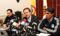 BOGOTA -COLOMBIA- 24 -09-2013- Conferencia de prensa en La Dimayor por la suspensión del partido entre los equipos  Los Millonarios y Atlético Nacional debdido a  los asesinatos de hinchas en Bogotá.De Izquierda a derecha aparecen :Víctor Marulanda ,Gerente General del Atlético Nacional ,Ramón Jesurum ,presidente de La Dimayor y Felipe Gaitán,presidente del equipo Los Millonarios. / The press conference for the suspension of Dimayor match between teams Los Millonarios and Atlético Nacional for the murders of fans in Bogotá.De Left to right: Victor Marulanda, general manager of Atletico Nacional, Ramon Jesurum, president of The Dimayor and Felipe Gaitan, Los Millonarios team president. .Photo: VizzorImage / Felipe Caicedo / Staff