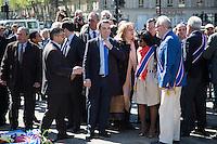 FLORIAN FILLIPO - DEPOT DE GERBE DEVANT LA STATUE DE JEANNE D'ARC PLACE SAINT-AUGUSTIN A PARIS
