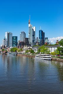Germany, Hesse, Frankfurt on the Main: view across river Main towards Frankfurt's skyline with Commerzbank Tower and MAIN TOWER | Deutschland, Hessen, Frankfurt am Main: Blick ueber den Main auf Frankfurts Skyline mit dem Commerzbank Tower und dem MAIN TOWER