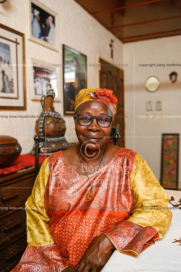 NIGER, Niamey, Fatouma Marie-Therése Djibo zu Hause