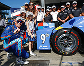 Verizon IndyCar Series<br /> Indianapolis 500 Qualifying<br /> Indianapolis Motor Speedway, Indianapolis, IN USA<br /> Sunday 21 May 2017<br /> Scott Dixon, Chip Ganassi Racing Teams Honda places the Verizon P1 Pole Award sticker with help from wife Emma and daughters Tilly and Poppy<br /> World Copyright: Michael L. Levitt<br /> LAT Images<br /> ref: Digital Image levitt-0517-ims_50115