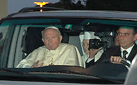Roma, 13/03/2005<br /> <br /> Il Santo Padre, Papa Giovanni Paolo II lascia il Policlinico Gemelli dopo una convalescenza di 18 giorni per problemi respiratori.<br /> <br /> Pope John Paul II leaves Rome's Gemelli hospital aboard a grey minibus with tinted glass windows to return to the Vatican , ending an 18-day hospital stay during which he underwent throat surgery to ease acute breathing problems<br /> <br /> Foto Samantha Zucchi Insidefoto