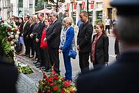 Gedenken anlaesslich 56. Jahrestag des Mauerbau in Berlin.<br /> Am Sonntag den 13. August 2017 gedachten Politiker des Berliner Abgeordnetenhaus und des Bundestag in der Berliner Zimmerstrasse des ersten Mauertoten Peter Fechter. Fechter wurde bei seinem Fluchtversuch am 17. August 1962 an dieser Stelle 22jaehrig von den DDR-Grenzsoldaten Rolf F. (damals 26 Jahre), Erich S. (damals 20 Jahre) in den Ruecken geschossen und verblutete. Er lag fast eine Stunde im Sterben, weder die DDR-Grenzer, noch Westberliner griffen ein.<br /> Im Bild 2. vr.: Klaus Lederer, stellv. Buergermeister von Berlin und Senator fuer Kultur und Europa. Links neben Lederer mit blauem Hosenanzug, die Verlegerin Elfriede Springer. Links neben Elfriede Springer: Ralf Wieland, Praesident des Berliner Abgeordnetenhauses.<br /> 13.8.2017, Berlin<br /> Copyright: Christian-Ditsch.de<br /> [Inhaltsveraendernde Manipulation des Fotos nur nach ausdruecklicher Genehmigung des Fotografen. Vereinbarungen ueber Abtretung von Persoenlichkeitsrechten/Model Release der abgebildeten Person/Personen liegen nicht vor. NO MODEL RELEASE! Nur fuer Redaktionelle Zwecke. Don't publish without copyright Christian-Ditsch.de, Veroeffentlichung nur mit Fotografennennung, sowie gegen Honorar, MwSt. und Beleg. Konto: I N G - D i B a, IBAN DE58500105175400192269, BIC INGDDEFFXXX, Kontakt: post@christian-ditsch.de<br /> Bei der Bearbeitung der Dateiinformationen darf die Urheberkennzeichnung in den EXIF- und  IPTC-Daten nicht entfernt werden, diese sind in digitalen Medien nach §95c UrhG rechtlich geschuetzt. Der Urhebervermerk wird gemaess §13 UrhG verlangt.]