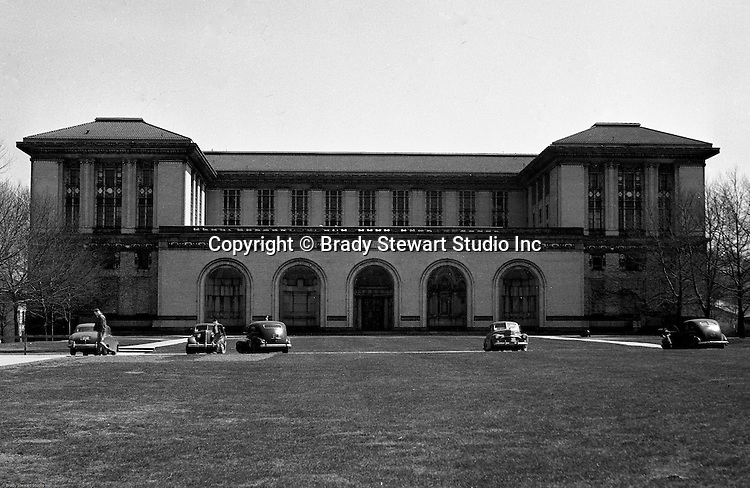 Pittsburgh PA:  View of Carnegie Tech's College of Fine Arts Building. Carnegie Tech became Carnegie Mellon in 1965 when Carnegie Tech merged with the Mellon Institute.