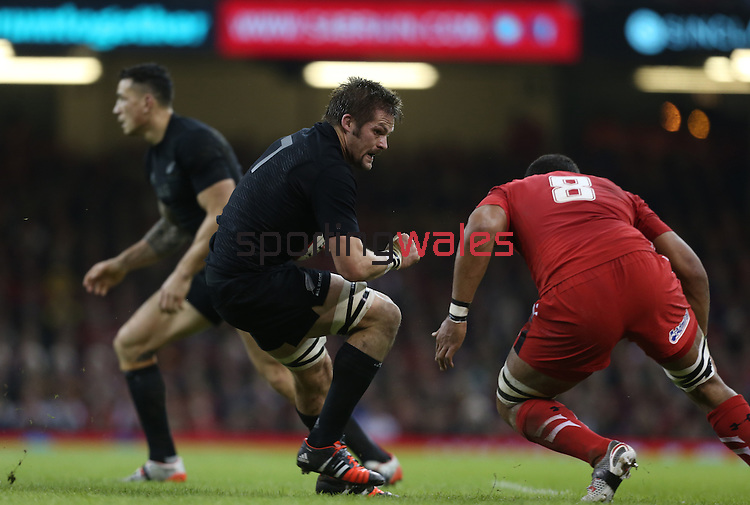 All Blacks captain Richie McCaw takes on Wales number 8 Taulupe Faletau.<br /> Dove men Series 2014<br /> Wales v New Zealand<br /> 22.11.14<br /> ©Steve Pope -SPORTINGWALES