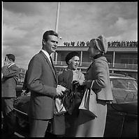 Aéroport de Toulouse-Blagnac. 12-16 Octobre 1966. Vue de la princesse du Danemark devant l'aéroport de Toulouse-Blagnac.