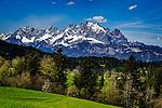 Oesterreich, Tirol, Fieberbrunn: oberhalb von Fieberbrunn, im Hintergrund die schneebedeckten Gipfel des Wilden Kaiser   Austria, Tyrol, Fieberbrunn: above Fieberbrunn, at background snowcapped summits of Wilder Kaiser mountains