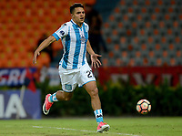MEDELLÍN - COLOMBIA, 27-07-2017: Pablo Cuadra jugador de Independiente Medellin de Colombia dispara para anotar un gol a Racing Club de Argentina durante partido por la segunda fase, llave 1, de la Copa CONMEBOL Sudamericana 2017 jugado en el estadio Atanasio Girardot de la ciudad de Medellín. / Pablo Cuadra player of Independiente Medellin of Colombia shoots to score a goal to Racing Club of Argentina during the match for the second phase, key 1, of the Copa CONMEBOL Sudamericana 2017 played at Atanasio Girardot stadium in Medellin city. Photo: VizzorImage/ León Monsalve /