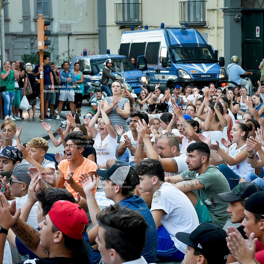 - NAPOLI 8 SET 2014 - Nuovo corteo per Davide Bifolco il ragazzo ucciso al Rione Traiano sit-in fuori la caserma dei carabinieri Caracciolo.