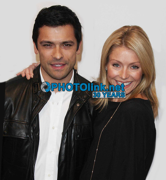 Kelly Ripa & Mark Consuelos.12-01-2008, Photo By John Barrett/PHOTOlink