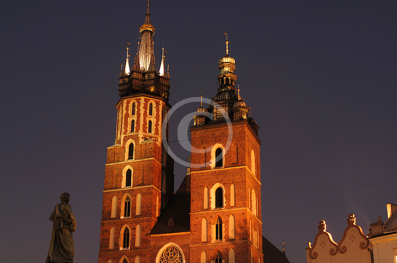 Poland, Krakow, St. Mary's Church, Rynek Glowny, Grand Square, at night
