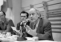 Reunion du regroupement contre le Bill 63, le 19 decembre 1971,  avec Yvon Charbonneau, Camille Laurin et Rene Levesque<br /> <br /> Photographe : Photo Moderne<br /> - agence Quebec Presse