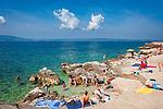 Croatia, Kvarner Gulf, Novi Vinodolski: beach near Marina Novi | Kroatien, Kvarner Bucht, Novi Vinodolski: Strand bei der Marina Novi