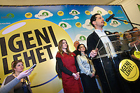 "UNGARN, 11.04.2010. Budapest. Parlamentswahl. Wahlnacht der neuen gruenen Partei LMP (Lehet Mas a Politika, Politik kann anders sein) in der Parteizentrale. Die LMP ist mit 7,5% die Ueberraschungssiegerin der Wahl. Als Antwort auf den Parteinamen gibt es den Obama-maessigen Button mit dem Ruf ""Ja, sie kann!"" Vorstandssprecher Andras Schiffer. - Parliamentary elections. Election night at the new green party LMP (politics can be different) in the party central. LMP gets 7,5% and is the surprise winner of the elections. As an answer to the party's name there are Obama-like buttons claiming ""Yes, they can!"" Steering committee speaker Andras Schiffer. .© Martin Fejer/EST&OST."