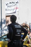 """Am Pfingstsonntag den 20. Mai 2018, wurden in Berlin mehrere Haeuser besetzt, bis auf drei Haeuser wurden die Gebaeude jedoch wieder verlassen. Mit dieser Aktion wollten die Besetzer ein Zeichen gegen Verdraengung und Wohnungsnot setzen. Um 21 Uhr raeumte die Polizei zeitgleich in den Bezirken Kreuzberg und Neukoelln die Besetzungen, nachdem auf Druck des Senat die landeseigenen und privaten Eigentuemer Strafantrag und ein schriftliches Raeumungsbegehren gestellt hatten.<br /> Im Bild: Ein besetztes Haus in der Bornsdorfer Strasse in Berlin-Neukoelln. Das Haus des landeseigene Wohnungsbauunternehmen """"Stadt und Land GmbH"""" steht seit fuenf Jahren leer. Die Besetzer fordern, dass in die 40 leeren Wohnungen wieder Menschen zu sozial vertraeglichen Mieten einziehen koennen. Verhandlungen der Besetzer mit dem Geschaeftsfuehrer der Ingo Malter """"Stadt und Land GmbH"""" sowie dem Baustaatssekretaer Sebastian Scheel scheiterten am Druck des Senat. Laut Polizeiangaben wurden 56 Personen im Haus festgenommen und ihre Personalien aufgenommen.<br /> 20.5.2018, Berlin<br /> Copyright: Christian-Ditsch.de<br /> [Inhaltsveraendernde Manipulation des Fotos nur nach ausdruecklicher Genehmigung des Fotografen. Vereinbarungen ueber Abtretung von Persoenlichkeitsrechten/Model Release der abgebildeten Person/Personen liegen nicht vor. NO MODEL RELEASE! Nur fuer Redaktionelle Zwecke. Don't publish without copyright Christian-Ditsch.de, Veroeffentlichung nur mit Fotografennennung, sowie gegen Honorar, MwSt. und Beleg. Konto: I N G - D i B a, IBAN DE58500105175400192269, BIC INGDDEFFXXX, Kontakt: post@christian-ditsch.de<br /> Bei der Bearbeitung der Dateiinformationen darf die Urheberkennzeichnung in den EXIF- und  IPTC-Daten nicht entfernt werden, diese sind in digitalen Medien nach §95c UrhG rechtlich geschuetzt. Der Urhebervermerk wird gemaess §13 UrhG verlangt.]"""