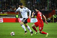 Emre Can (Deutschland Germany) gegen Afran Ismayilov (Aserbaidschan) - 08.10.2017: Deutschland vs. Asabaidschan, WM-Qualifikation Spiel 10, Betzenberg Kaiserslautern