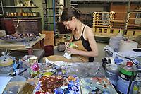 - Milano, Antica Fornace Curti, artigianato del cotto, il laboratorio di restauro<br /> <br /> - Milan, Ancient Fornace Curti, terracotta craftsmanship,  the restoration laboratory