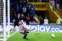 BOGOTÁ-COLOMBIA, 02-02-2020: Wuilker Fariñez de Millonarios no logra detener el disparo de Carlos Peralta (Fuera de Cuadro) de La Equidad, al anotar el Segundo gol de su equipo, durante partido entre Millonarios y La Equidad de la fecha 3 por la Liga BetPlay DIMAYOR 2020 jugado en el estadio Nemesio Camacho El Campín de la ciudad de Bogotá. / Wuilker Fariñez de Millonarios no logra detener el disparo of Millonarios fails to stop the shoot of Carlos Peralta (Out of Frame) of La Equidad, the second goal of his team, during a match between Millonarios and La Equidad of the 3rd date for the BetPlay DIMAYOR Leguaje I 2020 played at the Nemesio Camacho El Campin Stadium in Bogota city, Photo: VizzorImage / Daniel Garzón / Cont.