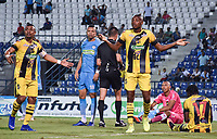 MONTERIA - COLOMBIA, 17-03-2019: Farid Diaz y Jeisson Palacios reaccionan tras una decisión arbitral durante el partido por la fecha 10 de la Liga Águila I 2019 entre Jaguares de Córdoba F.C. y Alianza Petrolera jugado en el estadio Jaraguay de la ciudad de Montería. / Farid Diaz and Jeisson Palacios of Alianza P reacts after a arbitral decision during match for the date 10 as part Aguila League I 2019 between Jaguares de Cordoba F.C. and Alianza Petrolera played at Jaraguay stadium in Monteria city. Photo: VizzorImage / Andres Felipe Lopez / Cont