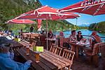 Austria, Tyrol, Kramsach: lakeside restaurant 'Fischerstube' at Reintal lake, one of 3 swimming lakes near Kramsach | Oesterreich, Tirol, Wanderdorf Kramsach: Der Reintaler Seem einer der 3 Badeseen Kramsachs, Sonnenterrasse des Restaurants Fischerstube