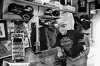 - motorcycle accessories seller....- venditore di accessori per motociclisti..