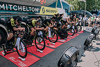 Team Mitchelton-Scott pre-race warm-up<br /> <br /> Stage 3 (Team Time Trial): Cholet > Cholet (35km)<br /> <br /> 105th Tour de France 2018<br /> ©kramon