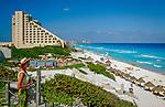 Mexiko, Yucatan, Quintana Roo, Cancun: Hotelanlagen am weissen Sandstrand | Mexico, Yucatan, Quintana Roo, Cancun: Beach Scene