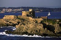 Europe/France/Provence-Alpes-Côte d'Azur/83/Var/Ile de Porquerolles: Fort du petit langoustier - côte rocheuse
