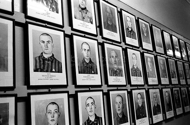 POLAND, 05.2002, Osviecim (Auschwitz)  Former concentration camp: The vast gallery of portraits of deported Jews, shown in the museum of Auschwitz I. .POLOGNE, Auschwitz, Mai 2005. L'ancien camp de concentration : la vaste galerie de portraits des Juifs déportés, dans le musée d'Auschwitz I.© Bruno Cogez