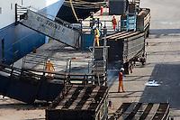 O navio MV Trigguer, de bandeira libanesa, carrega 10.200 cabeças de gado com destino a Venezuela, de onde retorna para novo carregamento, este para o Libano.  Com cinquenta tripulantes sírios e capacidade para transportar mais de  10.500 cabeças de gado. Foto Paulo SantosPorto de Vila do  Conde, Barcarena, Pará, Brasil.09/10/2013