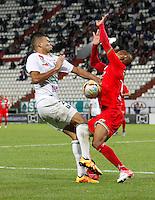 MANIZALES - COLOMBIA -26-04-2016: Dany Cure (Izq.) jugador de Once Caldas, disputa el balón con Cesar Hinestroza (Der.) jugador de Cortulua, durante partido Once Caldas y Cortulua, por la fecha 15 de la Liga de Aguila I 2016 en el estadio Palogrande en la ciudad de Manizales. / Dany Cure (L) player of Once Caldas, figths the ball with con Cesar Hinestroza (R) player of Cortulua, during a match Once Caldas and Cortulua, for date 15 of the Liga de Aguila I 2016 at the Palogrande stadium in Manizales city. Photo: VizzorImage  / Santiago Osorio / Cont.