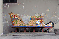 bemalter Schlitten in Sigulda, Lettland, Europa