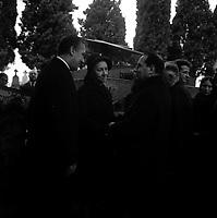 Obsèques de Vincent Auriol,le  3 Janvier 1966,Toulouse, FRANCE<br /> <br />  Vue de François Mitterand qui présente ses condoléances à Madame Vincent Auriol.<br /> <br /> AURIOL fut President de la France  du 16 JANVIER 1947 qu 16 JANVIER 1954, Ildecede le 1er JANVIER 1966