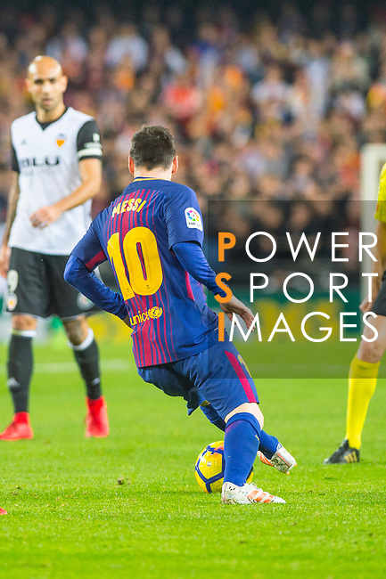 Lionel Andres Messi of FC Barcelona competes for the ball with Geoffrey Kondogbia of Valencia CF during the La Liga 2017-18 match between Valencia CF and FC Barcelona at Estadio de Mestalla on November 26 2017 in Valencia, Spain. Photo by Maria Jose Segovia Carmona / Power Sport Images