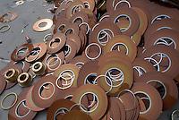 - DST Logistics (IBM group), company for disposal and recycling of old computers....- DST Logistica (gruppo IBM), azienda per lo smaltimento e il riciclo dei vecchi computer