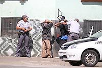 SAO PAULO, SP, 05/12/2012, MOVIMENTACAO RUAS CRACOLANDIA, LUIZ GUARNIERI/ NEWS FREE. AS ruas do entorno da cracolandia estao tranquilas com a presenca da policia militar, funcionarios da saude e tambem garis estao empenhados na limpeza e ordem do local.