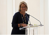 20110226 Emily Couric Clinical Cancer Center w-Katie Couric