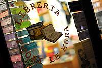 """Libreria """"FuoriLeMura"""", nello storico quartiere di San Lorenzo. Bookshop.""""FuoriLeMura"""", in the historic district of San Lorenzo..."""
