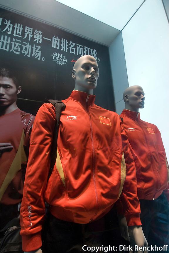 China, Peking (Beijing), Modegeschäft an der Wangfujing Dajie