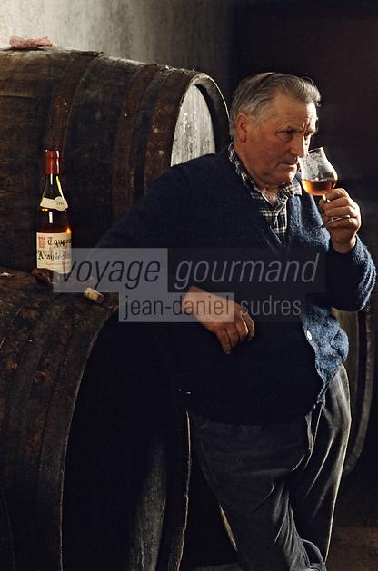 Europe/France/Centre/37/Indre-et-Loire/AOC Azay-le-Rideau: Rose de Touraine - Dégustation chez Robert Denis - Dégustation au chai à barriques [Non destiné à un usage publicitaire - Not intended for an advertising use]<br /> PHOTO D'ARCHIVES // ARCHIVAL IMAGES<br /> FRANCE 1980