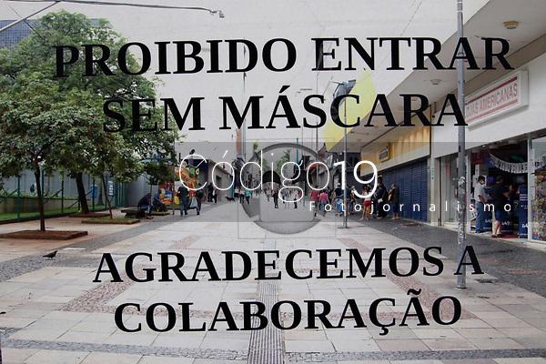 Campinas (SP), 06/03/2021 - Fase Vermelha - Movimentação na rua 13 de Maio, no centro da cidade de Campinas (SP). A fase vermelha estadual começou neste sábado (6) em todas as regiões paulistas. Na fase mais restritiva do Plano São Paulo, somente serviços essenciais podem funcionar. A medida, anunciada na quarta-feira (3), tem validade de duas semanas, indo até o dia 19 de março. Junto com ela, o Estado decretou um toque de restrição das 20h às 5h.