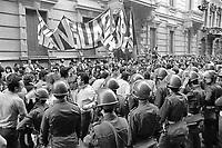 - Milano, luglio 1975, un corteo di protesta per il diritto alla casa sfila davanti al palazzo della Prefettura<br /> <br /> - Milan, July 1975, a protest demonstration for the right to housing parades in front of the Prefect's Palace
